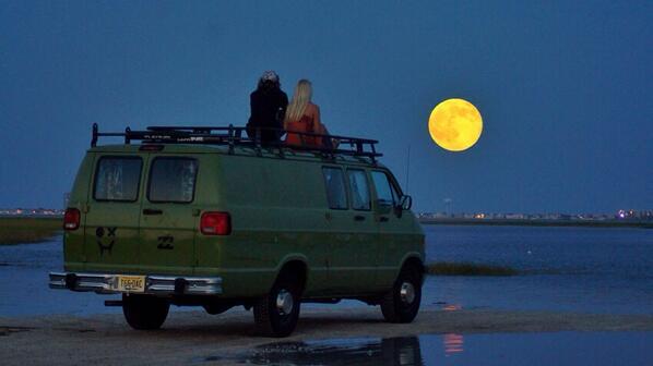 Tonight's #supermoon over the bay behind ocean city, NJ http://t.co/5xICwPdsok