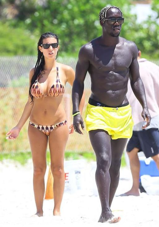 "LMAO""@naswa16: Sagna looking like a tunnel and his wife looking like the light at the end of the tunnel http://t.co/3y5GZlgE9r"""