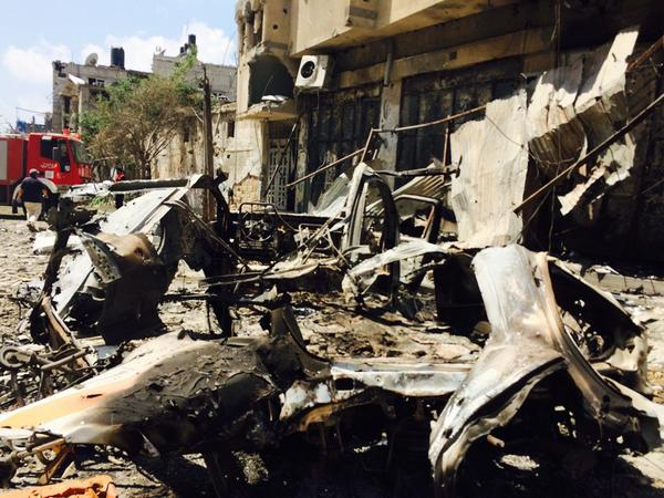 The remains of an ambulance hit during the shelling of Shaja'ia, #Gaza http://t.co/kbpa4vWTKk