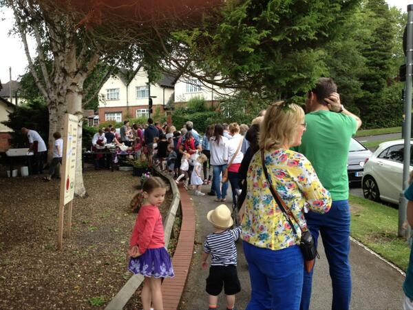 Not just a world record breaker for 20p's but a record queue for Roger Brown barbecue too #CommunitySpirit 😘 http://t.co/TQKRZEis2J