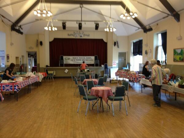 Setting the scene - volunteers arriving, fresh bread being baked.....we're going to Save #MoorPool #CommunitySpirit http://t.co/LRnYnwvMH8