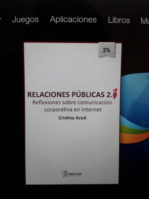 Mañana de domingo de relax, buen momento para empezar el libro de Cristina @blogocorp #RRPP #socialmedia #periodismo http://t.co/4AlKXqG3wH