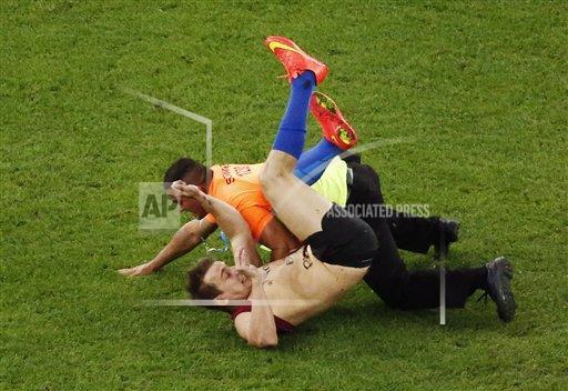 #LAFOTO: El aficionado que entró a la cancha en la final del #Mundial2014  #ARG #GER http://t.co/TAjbDfXfT2