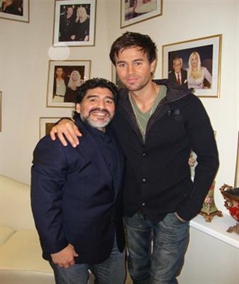 Enrique Iglesias & Diego Maradona http://t.co/By0D58c7xe