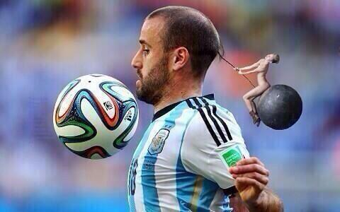 "Haha! ""@Radion6: Time for a wreckedball in this game! #Boringgggg  #GERARG #GermanyvsArgentina #WorldCupFinal http://t.co/dPsMBjo59V"""
