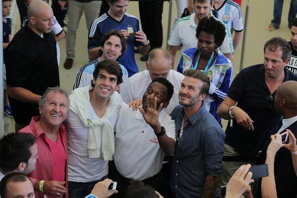 Zico, Kaká, Pelé e Beckham no #Maracanã para a final entre #GER x #ARG. http://t.co/CDnJQYVFdF #Copa2014 http://t.co/ZE3C0lPSaA