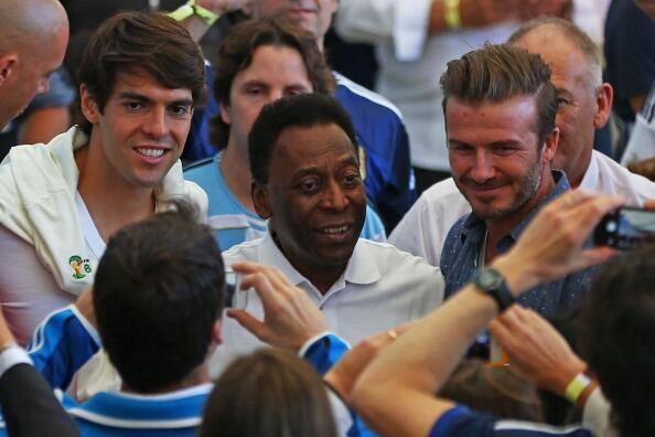 LEYENDAS EN UN ESTADIO: @KAKA @Pele Beckham! http://t.co/2Og5Yy6Euw