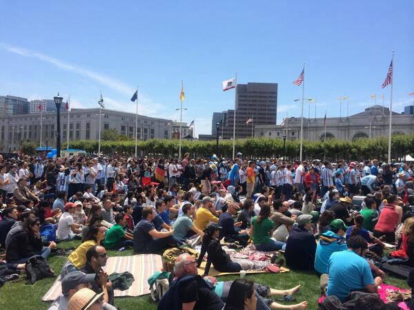 Civic Center is packed with fans, #Argentina fans already chanting. #WorldCupFinal #mapit http://t.co/ujQUPkjLt1