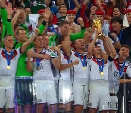 تتويج منتخب المانيا للمرة الرابعة تاريخة بالصور الفيديو تتويج منتخب المانيا مونديال البرازيل 2018