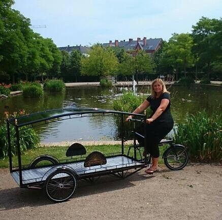 Denmark now has its first bicycle hearse. Bededamerne.dk is an all-female undertaker company in Copenhagen. Cool. http://t.co/0kNJ7vbmX0
