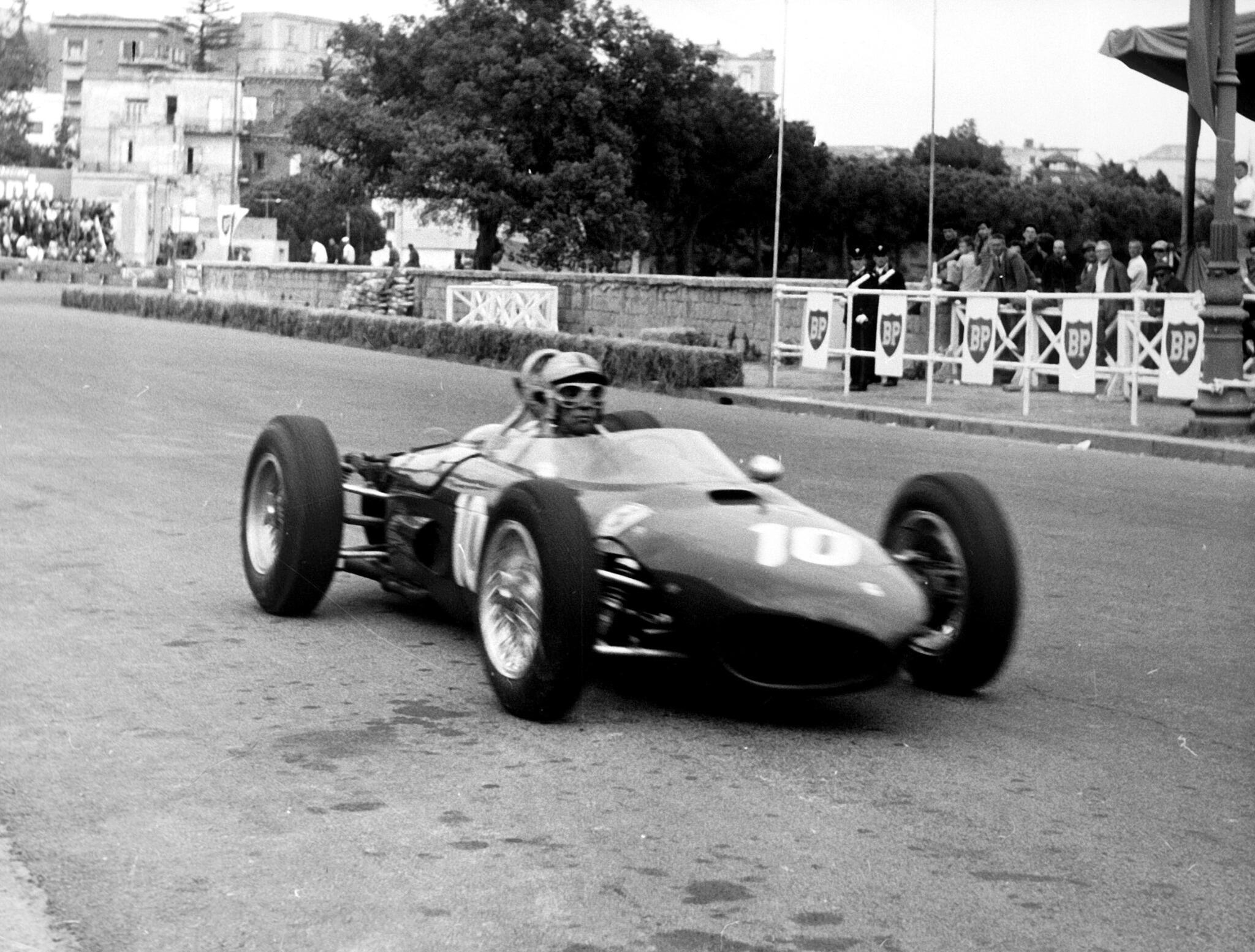 Willy Mairesse pilotuje své Ferrari v Neapoli roku 1962, foto: Scuderia Ferrari
