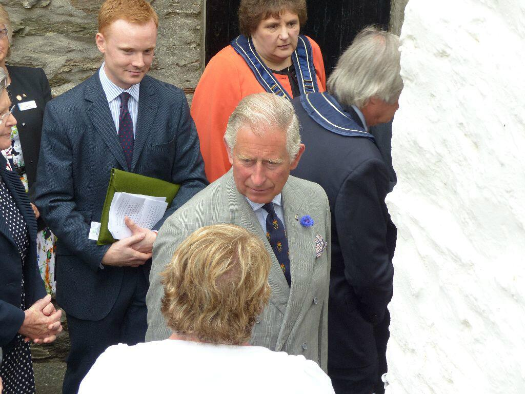 """@StanEgerton my wife has just been talking to PRINCE CHARLES in Looe this am http://t.co/3xECYiwiqa"" I thought that said the loo at first!"