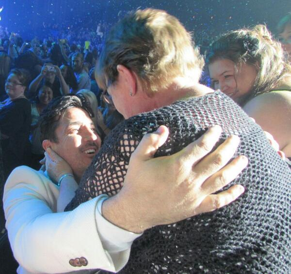PLEASE RT. Did anyone catch anything with @JonathanRKnight and my mom Saturday at end of hangin tough? http://t.co/m7u55WiV9k""