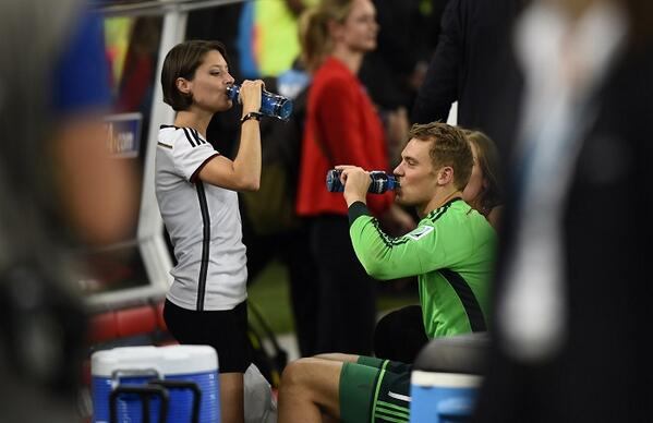 al arabiya english on twitter manuel neuer and his girlfriend kathrin gilch drink at the end. Black Bedroom Furniture Sets. Home Design Ideas