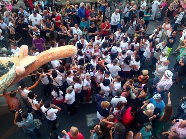 Le donne del @FestinoSRosalia . Viva Palermo e Santa Rosalia. @LeolucaOrlando1 @f_giambrone http://t.co/rrfFs3FtJu