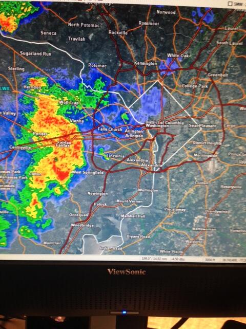 A strong storm is moving into northern VA and heading to DC.  Small hail, wind and lightning possible http://t.co/8IXRfFzwMS