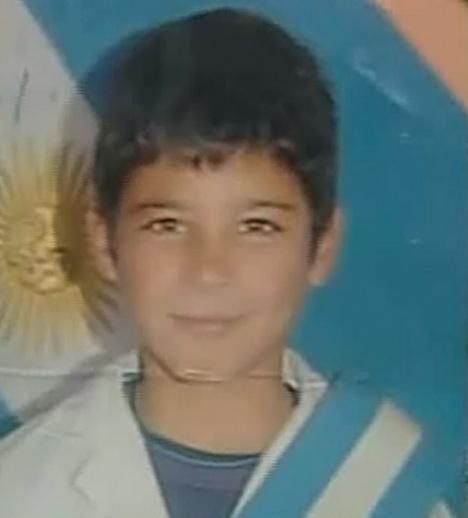 Buscan a Dylan Nievas (11); se extravió cuando fue a festejar al Obelisco. http://t.co/Zpf3S8vRI7 cc @missingcharg | http://t.co/w71Kl6DCMY