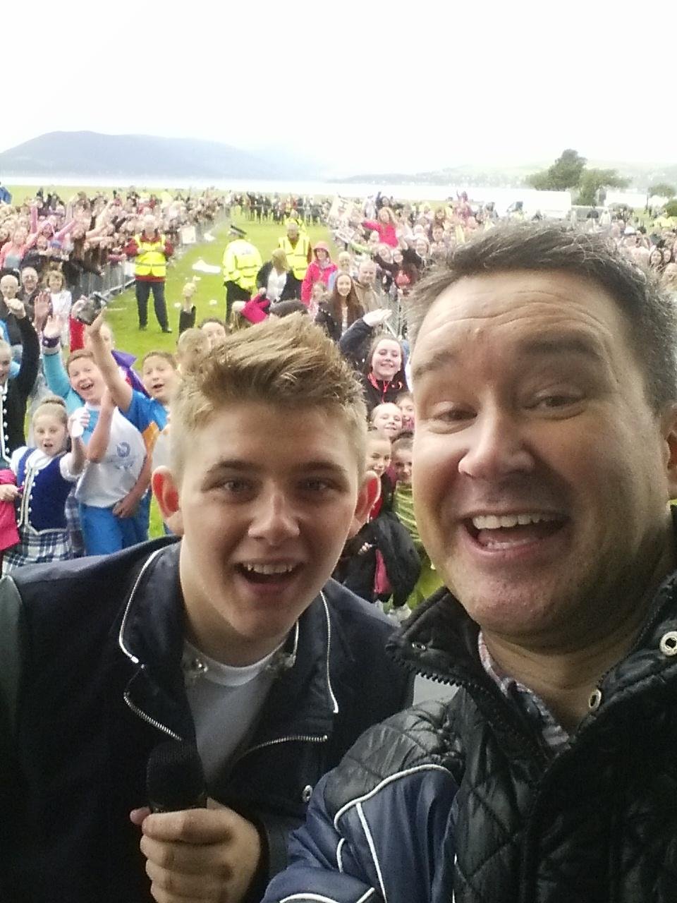 RT @thestevemckenna: Wind & rain yesterday didn't stop @nickymcdonald1 giving a great performance or the crowd going nuts in Inverclyde htt…