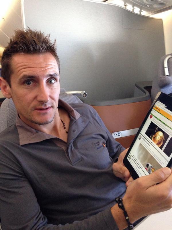 RT @dfb_team: Miro #Klose sagt DANKE für die vielen ..  Glückwünsche auf #fanhansa #twitterwall @Lufthansa_DE http://t.co/issoxf3VMS #GER
