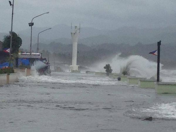 Stay safe RT @MovePH: #GlendaPH: Here's a photo taken in Baybay city, Leyte by Dale Andrew Lopez. Keep safe everyone! http://t.co/m6PNLcQvks