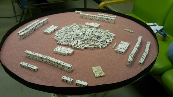 六面体サイコロ,麻雀もできるし万能だよね. http://t.co/5RH57VlRT2