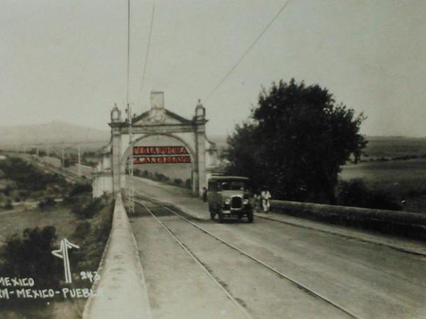 Vista del antiguo Puente de México