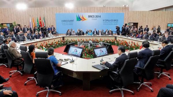 Estou em Fortaleza participando com c/ governantes da Rússia, Índia, China e África Sul da VI Cúpula dos #BRICS2014 http://t.co/khFTaU5ey8
