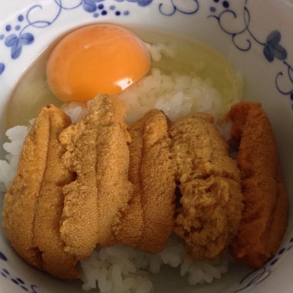 鶏とウニ、各一匹分の卵(一部精巣) http://t.co/lPeLAbw3hY
