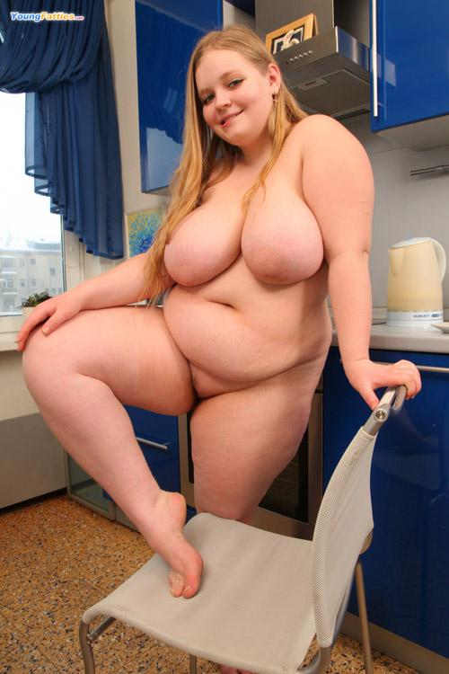 Chubby Girl Naked Legs Spread