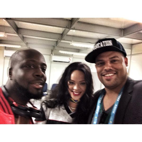 @rihanna & @wyclef at the #WorldCup #rio http://t.co/irN5QlVhbl
