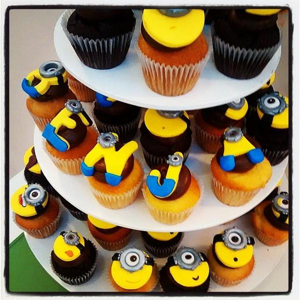 Minions On Twitter Torre De Cupcakes Temática Minions