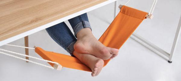 これ、今までどうしてなかったんでしょう。買っちゃいそうだ。足載せハンモック。@Gizmodo: An under-desk hammock for your feet  http://t.co/PQbRmGxM7V http://t.co/j7UIAYvSUc