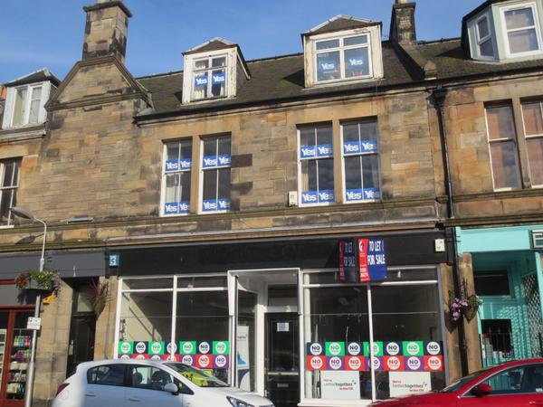 Better Together opened a shop in Kirkcaldy on Monday...pity the flat up above is a strong Yes supporter #YesScotland http://t.co/Hc1aJFnpve