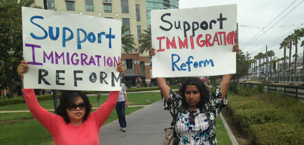 Retweet if you believe it's time to fix our broken immigration system: http://t.co/lr9vcxXfmT  #CostOfInaction http://t.co/OUegMiOJZY
