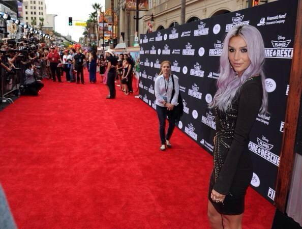 Kesha >> Galería [Candids, apariciones, paparazzi, etc.] - Página 13 BsoVCy7CMAExLMe