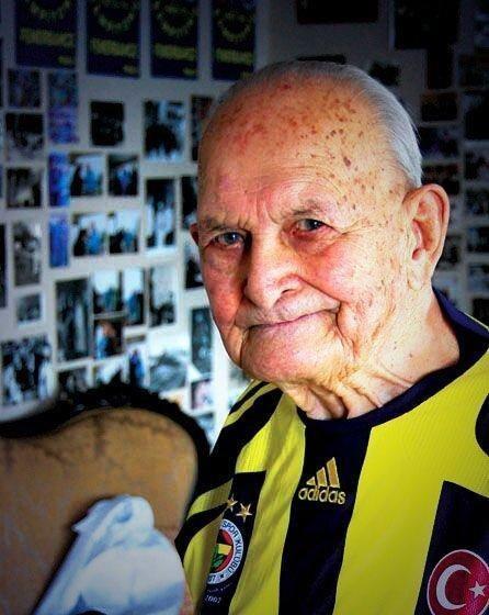 Fenerbahçe'mizin efsane başkanlarından, değerli büyüğümüz Faruk Ilgaz'ı kaybettik. Mekanı cennet olsun... http://t.co/8zVBexfwzd