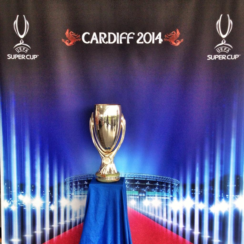 """Uefa Super Cup: I Loves The 'Diff On Twitter: """"The #UEFA Super Cup Trophy"""