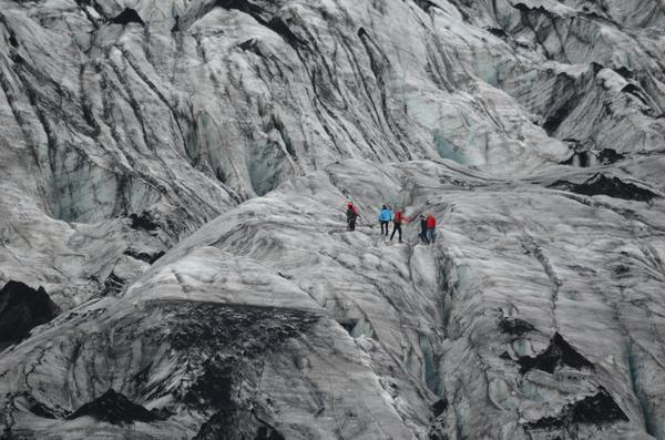 Crossing a crevasse at Sólheimajökull glacial tongue in south #iceland. http://t.co/OxTUJhXB91