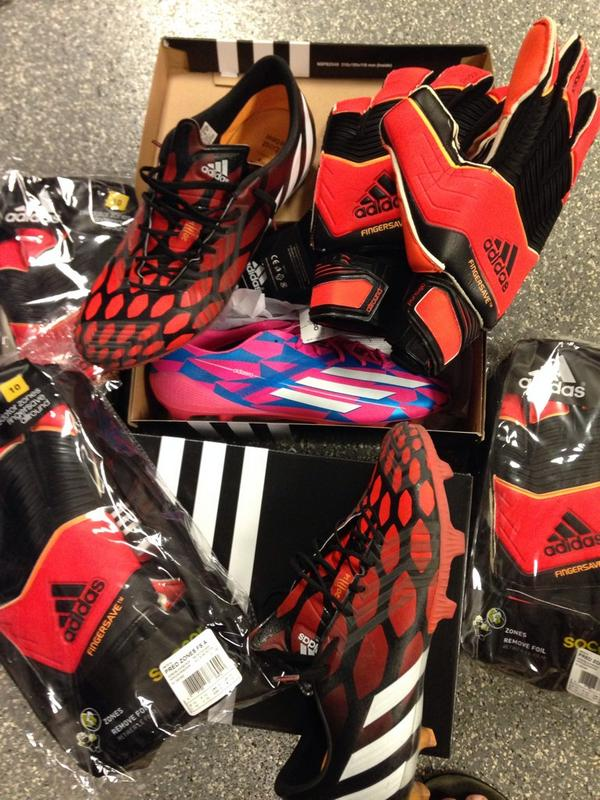 Some new gear from @adidassoccer going w the new Predator Cleats and Gloves thanks @adidasUS @adidasUSPRGuy http://t.co/zmRWYDwVYM
