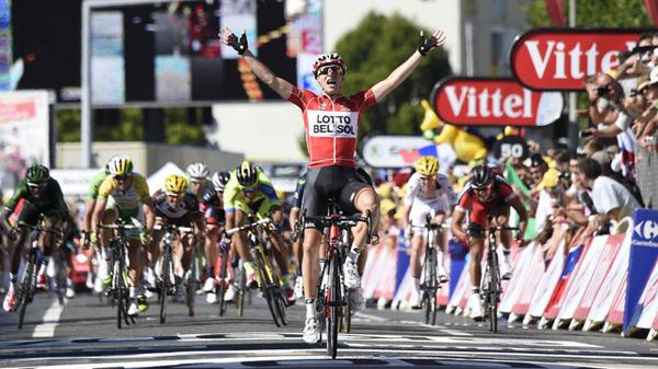 ► Gallopin gallops to a Tour stage victory in Oyonnax http://t.co/X9DtCayU9R #sbstdf http://t.co/8VkAtmEblW