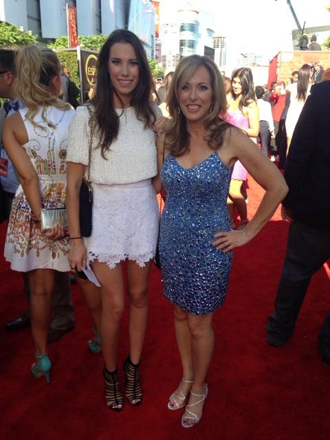 Linda Cohn and her daughter Sammy Kaufman. Her daughter looks as gorgeous as her mother. Linda posted few pics with her daughter Sammy, expressing her happiness to meet her.