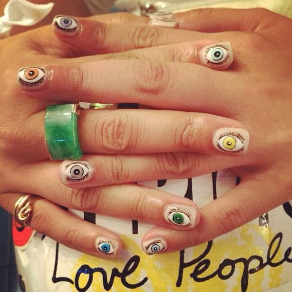 Can you even handle this manicure?! http://t.co/rTVxIPaKvm