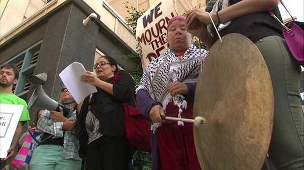 5 arrested at Boeing headquarters during protest about Gaza conflict: http://t.co/APnZYQRJDt http://t.co/NioLMDnMQ0