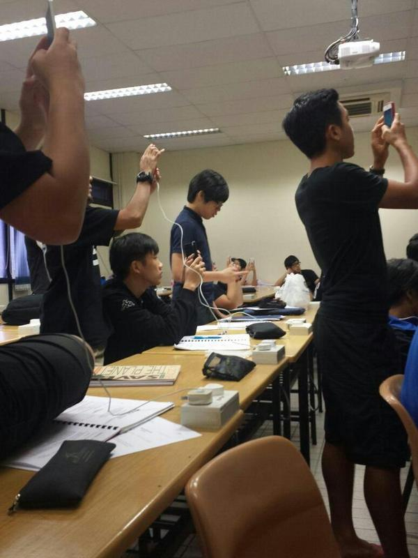 "Teacher: ""This one coming out in exam"" Whole class: #sosingaporean http://t.co/oJEZ1hI8Ln"