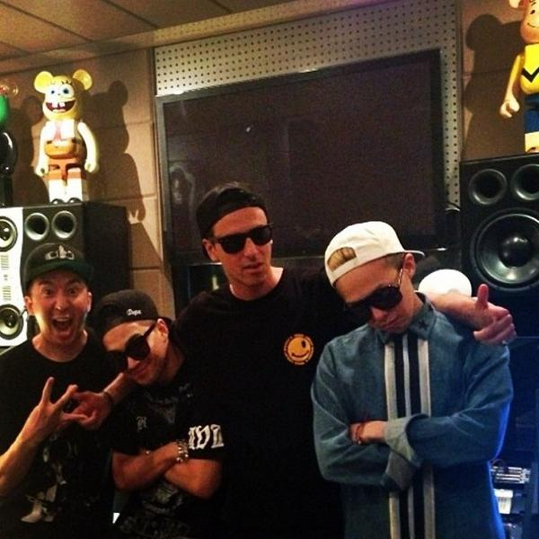 #tbt korea studio w @IBGDRGN @Realtaeyang #YG http://t.co/DFzgs6g3lC