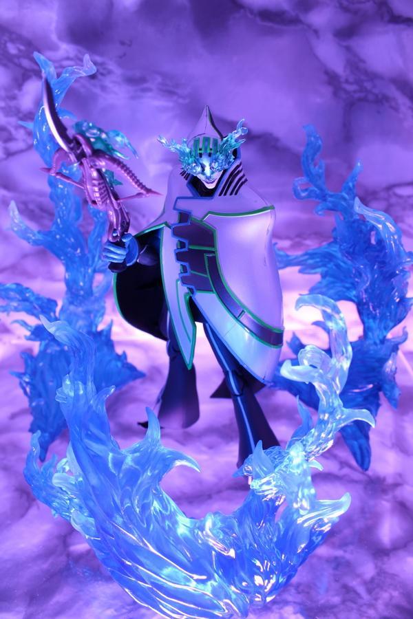 「タナトスの声を聞け・・・」  S.H.Figuarts ルナティックと魂EFFECTシリーズ BURNING FLAME BLUE Ver.を使っています。 #tigerbunny #t_shf http://t.co/4tLHH62Lfh
