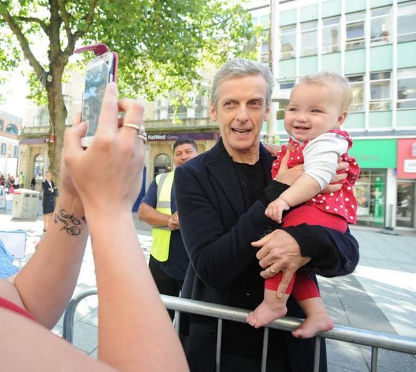Peter Capaldi melts hearts as he meets a VERY young fan whilst filming Doctor Who Series 8 http://t.co/9PCSjCIAsh http://t.co/4VsQM1nTTJ