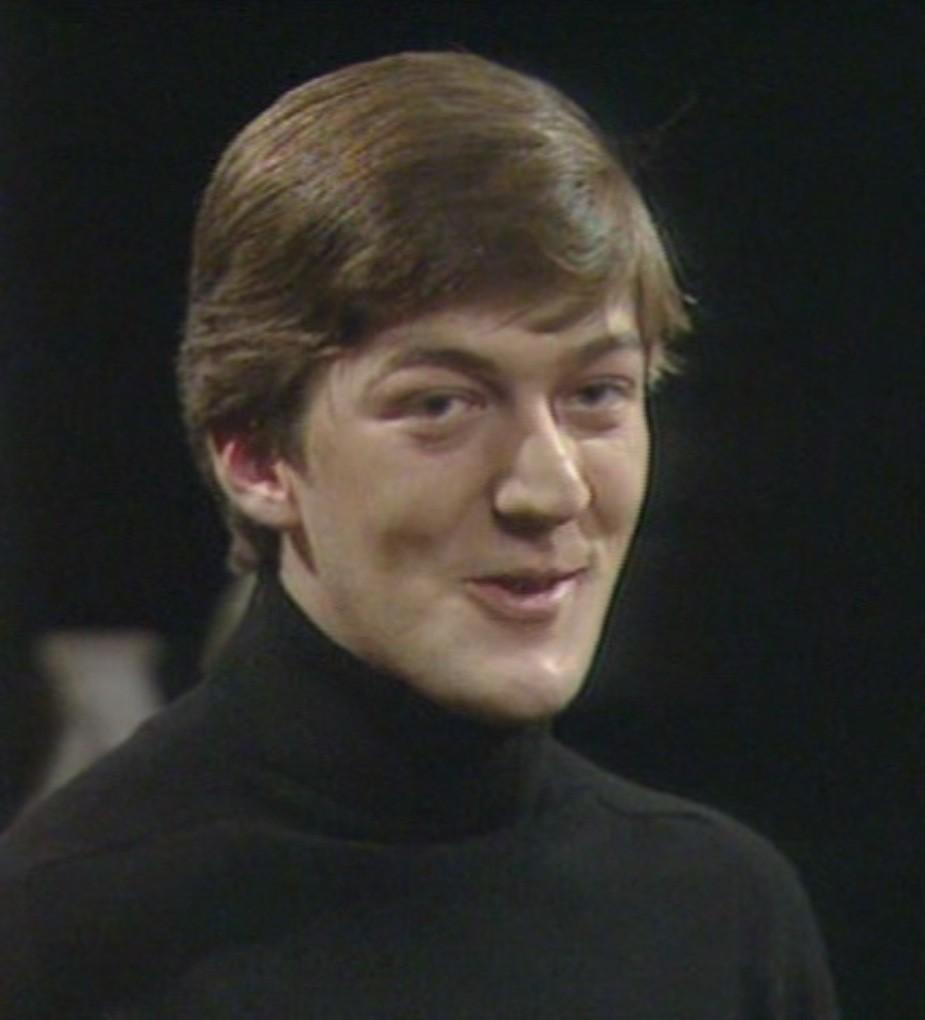 RT @debilarge A @stephenfry #throwbackthursday all the way back to @Cam_Footlights days. http://t.co/qzYr4zoFaq Oh my LORD!!!!