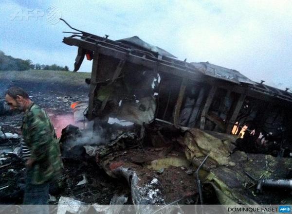 #MH17 No sign of survivors at  #Ukraine crash site (Photo: AFP) http://t.co/ajzptbCUSy http://t.co/g4bLwkvNz1