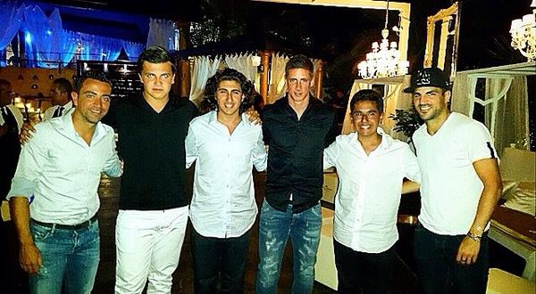 Chelseas Cesc Fabregas joined by Fernando Torres, Xavi & their wives in Sardinia [Instagram]